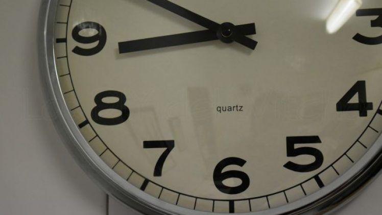 Cómo cambiar el mecanismo de un reloj Ikea