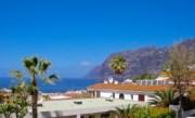 Looking towards the cliffs from El Sombrero