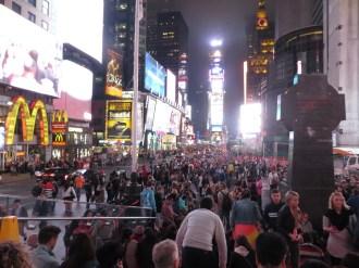 Este es el jaleo que se monta cada noche en Times Square