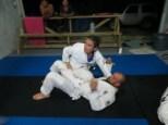 Hoy tocaba Jiu-Jitsu y aquí Mónica se lo está explicando pero bien al alumno más avanzado XDDD