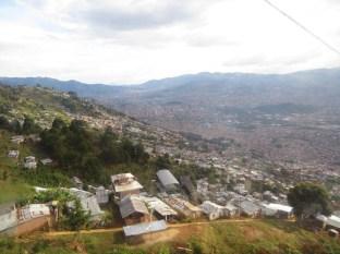 Vista desde el Metrocable, desde lo alto de la montaña.