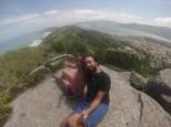 La caminata fue preciosa. Aquí con vistas a la lagoa a la derecha y a la izquierda la Praia da Galheta y Praia Mole