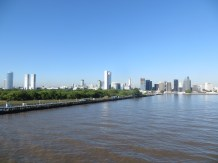 Mónica sí que tuvo la valentía de despertarse un poco antes y ver nuestra llegada a Buenos Aires