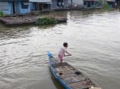Aunque también había algún que otro niño, al mando de la embarcación. Aquí no hay edad mínima para sacarse el PER ;)