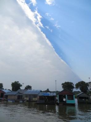 Durante las primeras horas habíamos gozado de una temperatura perfecta gracias a las nubes que nos protegían...