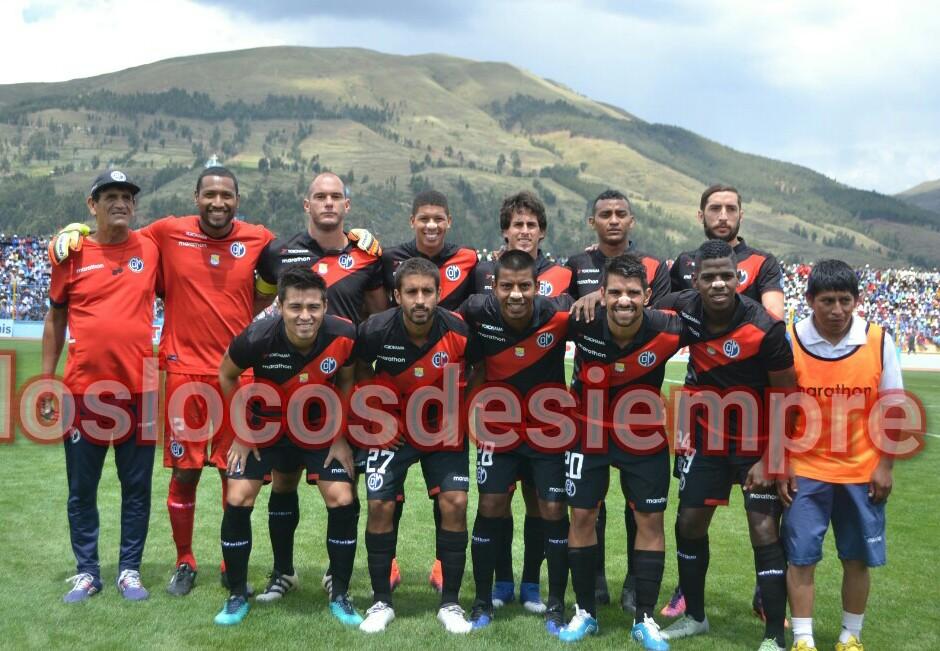 Deportivo Municipal con camiseta alterna en Sicuani. Foto; LOSLOCOSDESIEMPRE.COM