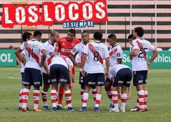 Adrián Zela habla con el equipo. Foto: LOSLOCOSDESIEMPRE/ Enzo Mori Tantavilca