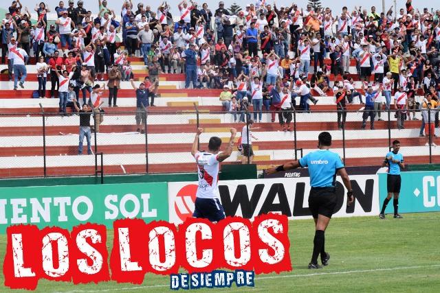 Iván Bulos celebra con la hinchada. Foto: LOSLOCOSDESIEMPRE/ Enzo Mori