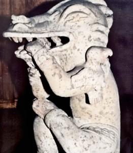 Figura encontrada en Ica, Peru, donde representa un Ser Dragón o Reptíl, también llamada la Serpiente.