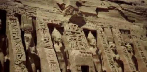 Otros ejemplos de estatuas egipcias en la Tierra.