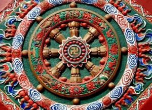 Chengdu, China:  En la entrada del pavellon del templo  de  Zhao Jue . La rueda de la vida.