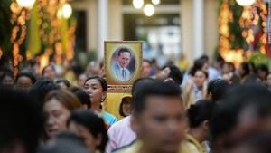 La Thailandia piange il suo re: inizia un vuoto incolmabile?