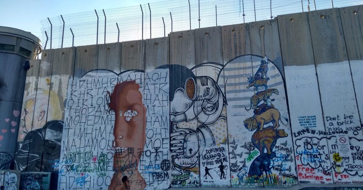 Trump (y mucho más) en esta zona de graffiti cercana a una torre de vigilancia - belén