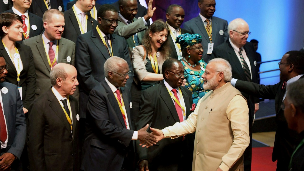 PM Modi greets foreign delegates in Guj