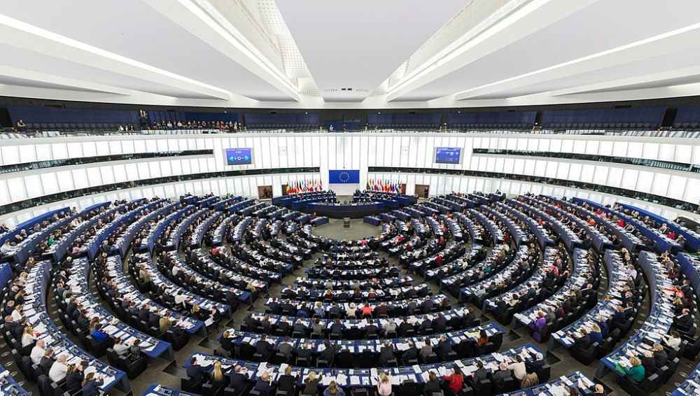 1024px-European_Parliament_Strasbourg_Hemicycle_-_Diliff