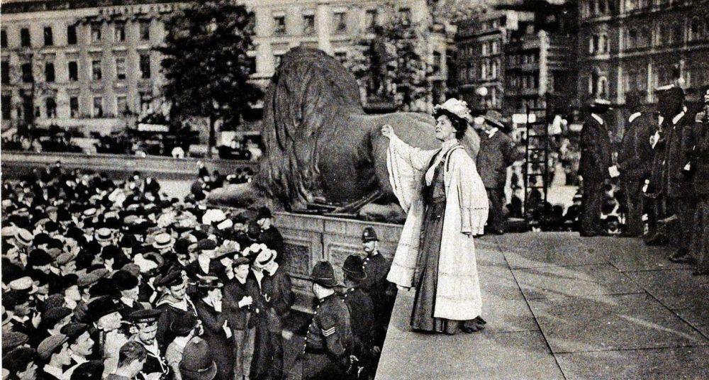 suffragette-movement-mrs-emmeline-pankhurst-speaking-at-trafalgar-picture-id79034322-size1280