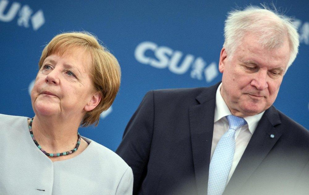 Merkel-Seehofer-migranti