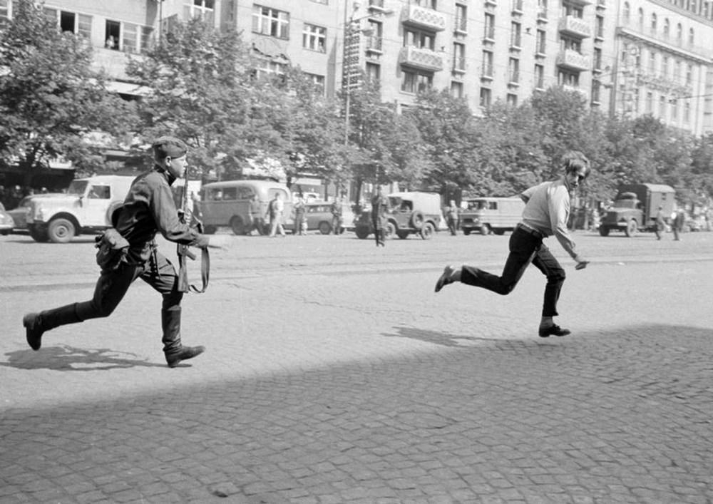 prague_spring_1968.jpg