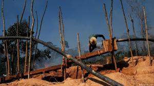 """Lo """"sviluppo"""" in Amazzonia, secondo Bolsonaro"""