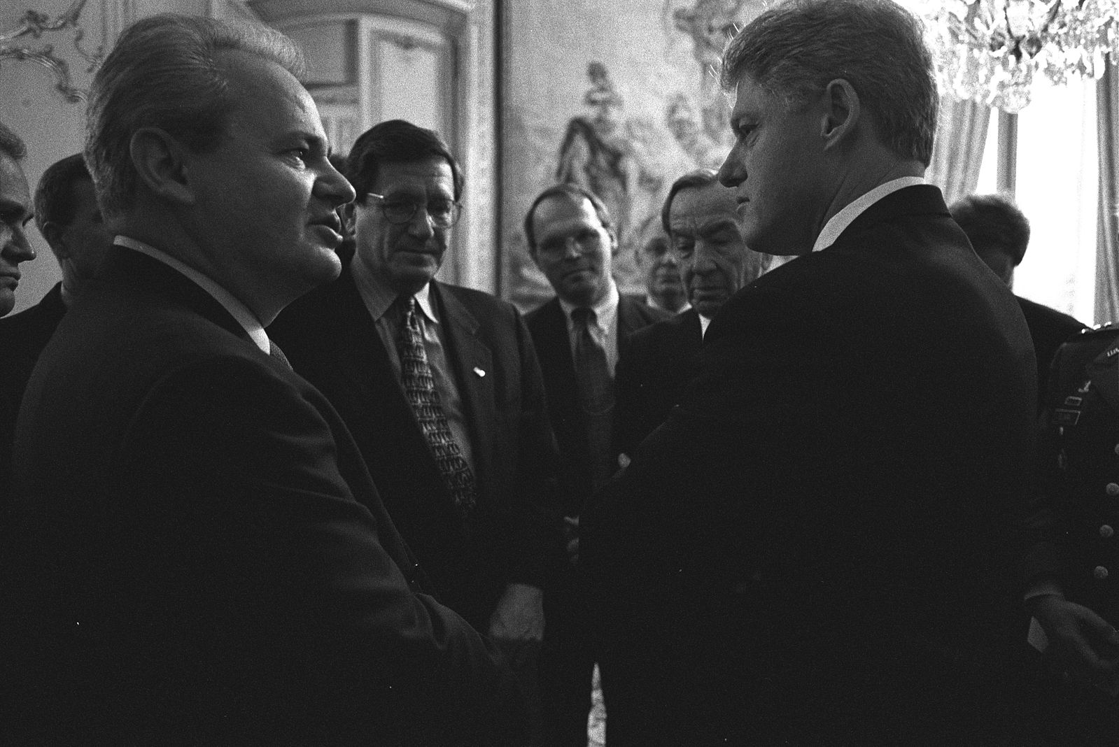 President_Clinton_talking_with_Serbian_President_Slobodan_Milosevic.jpg
