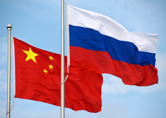The_flags_of_Russia_and_China