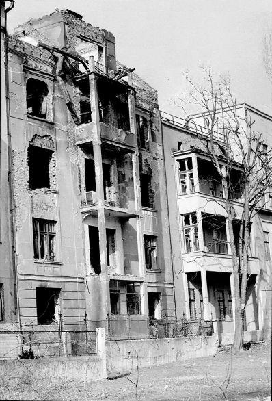 shelling Sarajevo siege.jpg