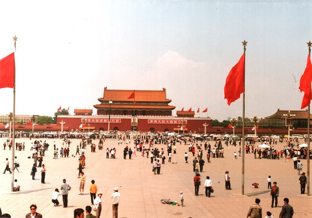 1024px-Tiananmen_Square,_Beijing,_China_1988_(1)