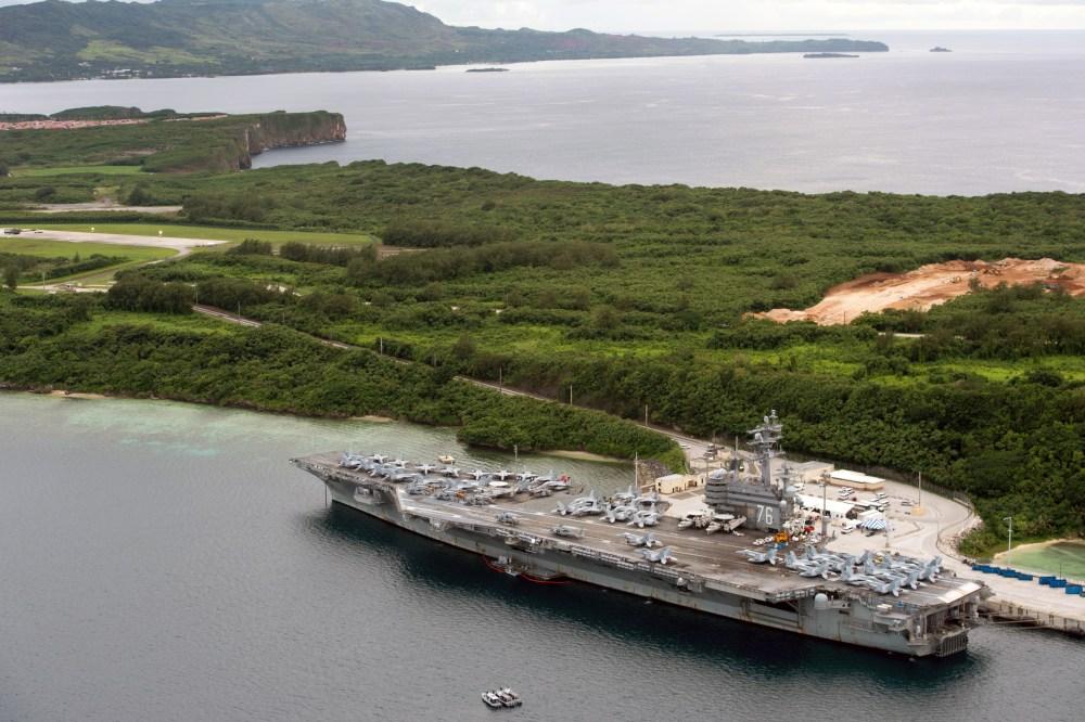 portaerei americana sull'isola di Guam