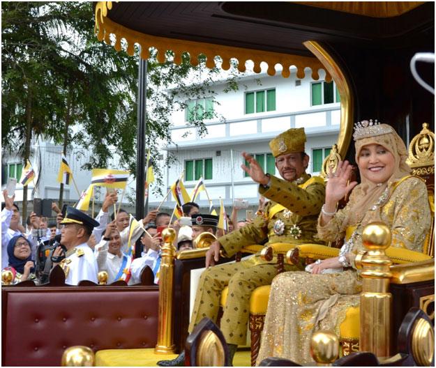 Il sultano Bolkiah con la moglie