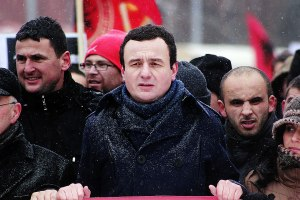 Kosovo: tutti contro Albin Kurti