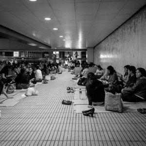 Il sultano e le formiche: la povertà silenziosa di Hong Kong e Singapore