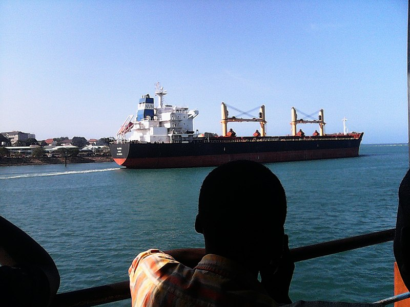 Nave portacontainer in Tanzania