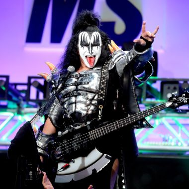 Vocalista de Kiss quiere registrar señal rockera utilizada por una universidad de Texas