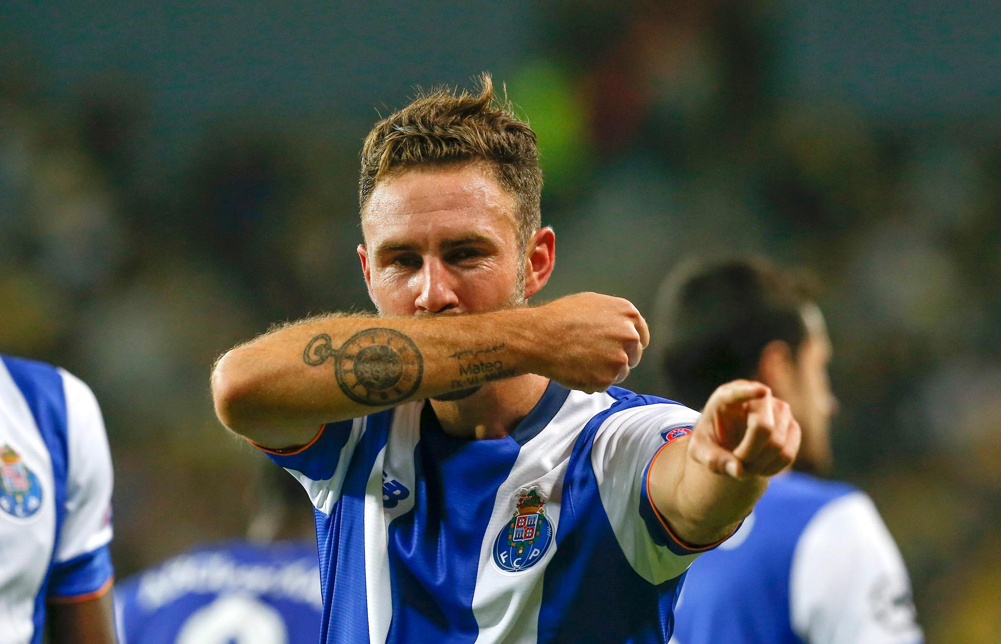 Miguel Layún, reportero, mentada de madre, Porto, Estadio Chivas, chiflido, respuesta, twitter