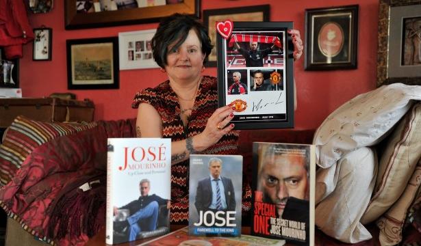 Mujer tatuajes cara José Mourinho obsesión