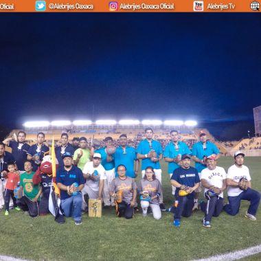 Alebrijes da espacio al Juego de Pelota Mixteca en el estadio