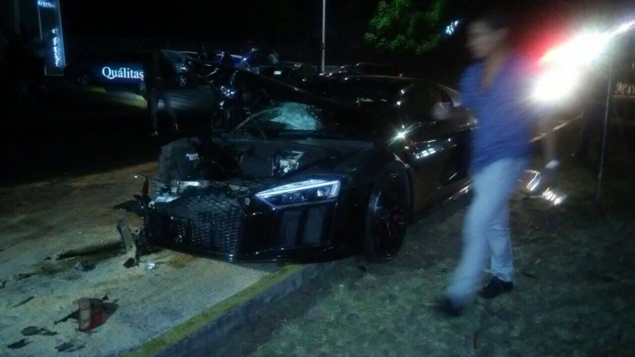 Alan Pulido, choca, destruye, auto deportivo, Zapopan, sale ileso