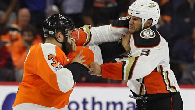 NHL golpes nocaut Superman Punch Radko Gudas Anaheim Ducks