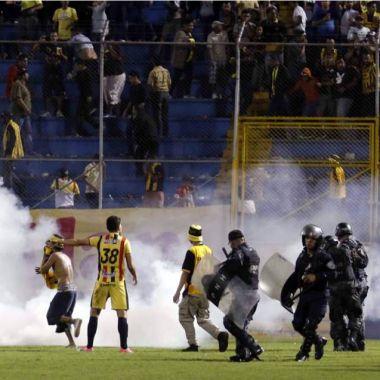 Honduras violencia futbol suspendido video Real España Olimpia Marathon Motagua