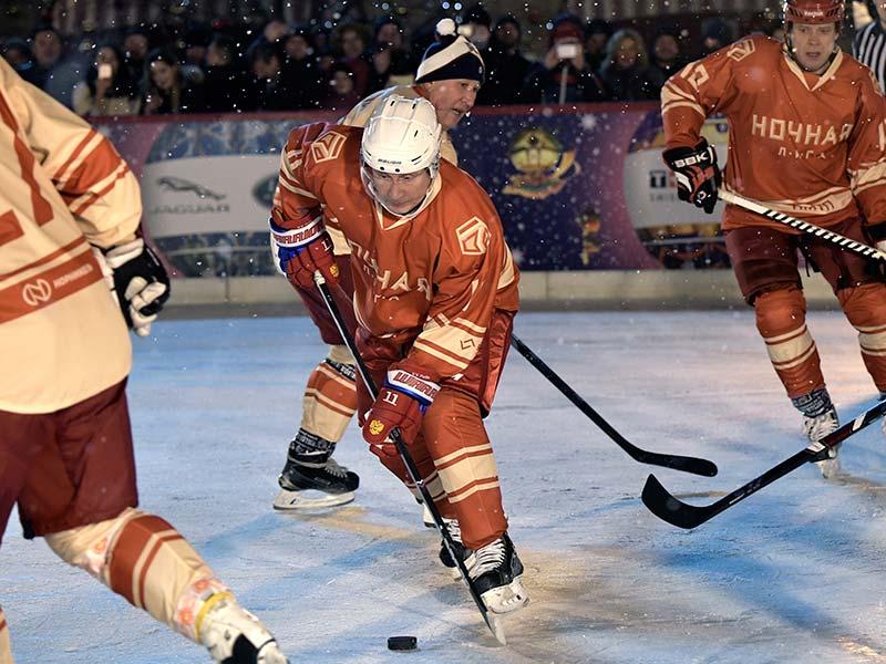 Vladimir Putin Hockey Rusia video Plaza Roja Kremlin