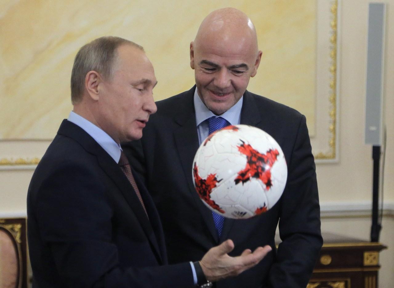 A 100 día del Mundial, Putin 'domina' muy mal la pelota [VIDEO]