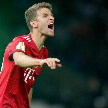 Jugador alemán reta a Marco Fabián en el Mundial