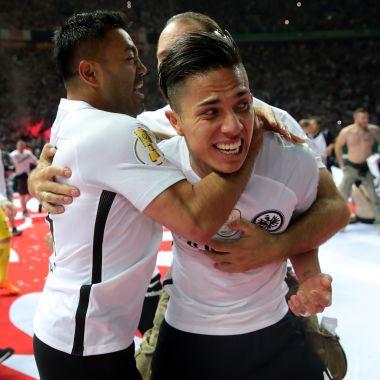 Carlos Salcedo y Marco Fabián son campeones de Copa en Alemania