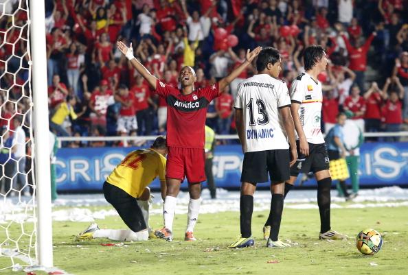 Asesinan a futbolista en casa de Cristian Borja