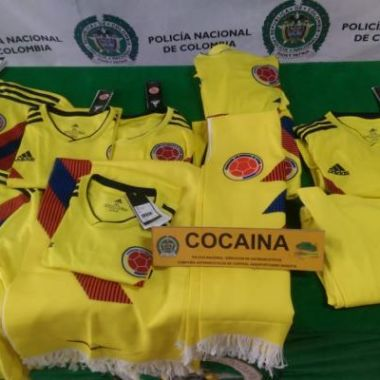 Confiscan playeras de Colombia por cocaína