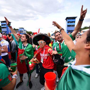 Aficionados mexicanos le ponen color a Rusia 2018