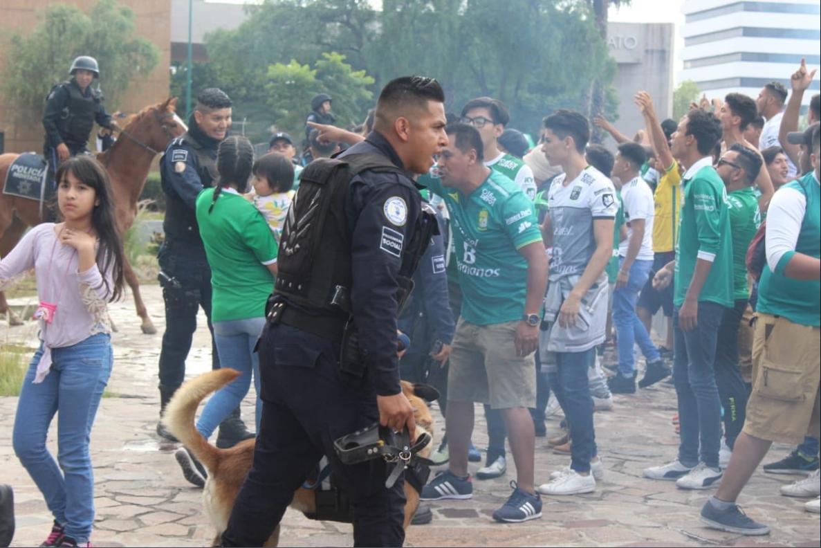 Aficionados León Monterrey Batalla Campal Los Pleyers