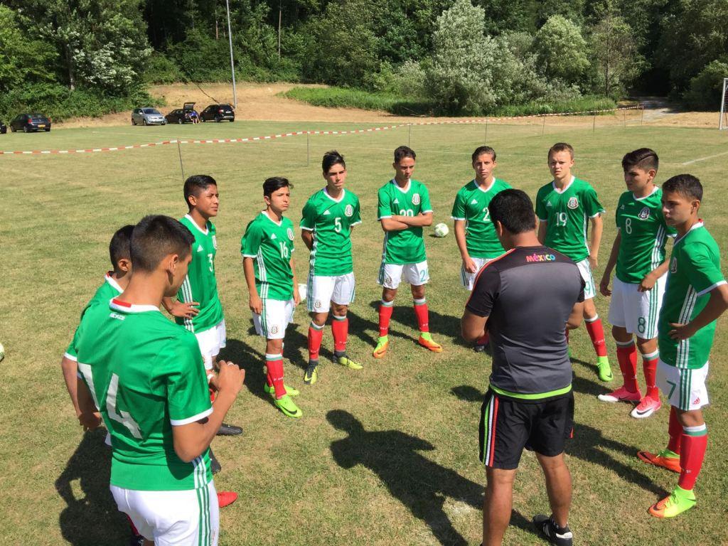 Futbolista mexicano, Carlos Cruz, Atlas, Bayern Munich