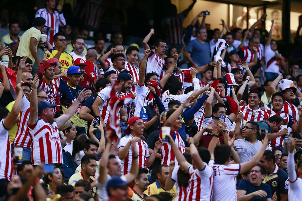 Personal Estadio Azteca Aficionado Chivas Golpes Los Pleyers