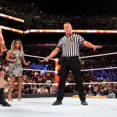 Campeón de la WWE renuncia a título por cáncer [Video]